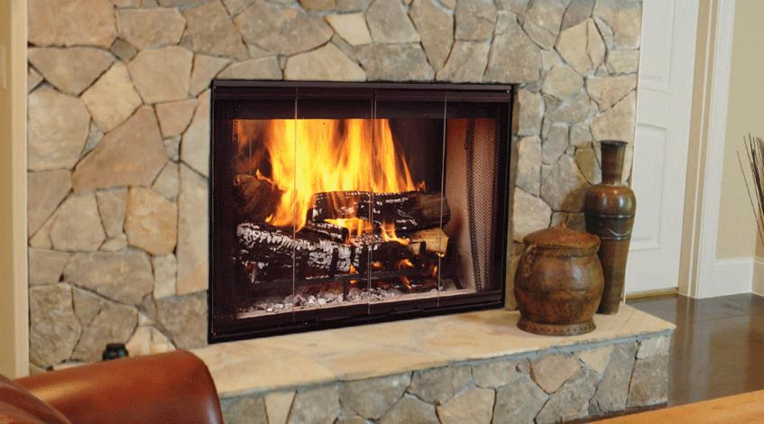 Avantaje şi dezavantaje ale şemineelor pe gaz, electrice şi cu lemne